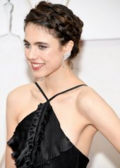 Margaret Qually  wore Chanel at the 92nd Academy Awards in Los Angeles (photo by Kevin Mazur)