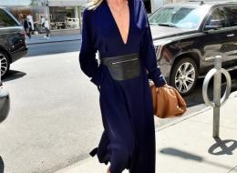 Rosie Huntington-Whiteley carrying the Bottega Veneta Pouch (photo JUJU )