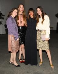 Este Haim, Danielle Haim, Alana Haim, Rashida Jones, Danielle Haim,(wearing Bottega Veneta)