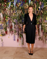Arizona Muse attends Bottega Veneta\'s \'The Hand of the Artisan Cocktail Dinner\' at Chiswick House And Gardens on November 9, 2017 in London, England. Photo by David M. Benett)