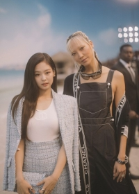 Jennie Kim with Soo Joo Park Chanel Spring Summer 2019 Ready to Wear Collection (© 2018 CHANEL - LEGAL STATEMENT)