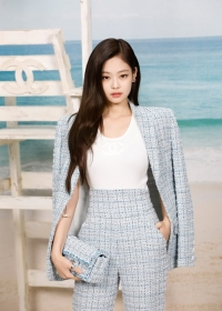 Jennie Kim Chanel Spring Summer 2019 Ready to Wear Collection (© 2018 CHANEL - LEGAL STATEMENT)