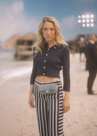 Laura Smet Chanel Spring Summer 2019 Ready to Wear Collection (© 2018 CHANEL - LEGAL STATEMENT)