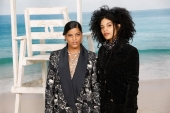 Ibeyi Naomi Diaz and Lisa-Kaindé Diaz Chanel Spring Summer 2019 Ready to Wear Collection (© 2018 CHANEL - LEGAL STATEMENT)