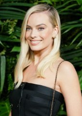 Margot Robbie in Chanel and Charles Finch 12th Annual Pre-Oscar Awards Dinner