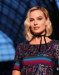 Margot Robbie Chanel 2018-19 Cruise Collectionin Paris . Anne Combaz