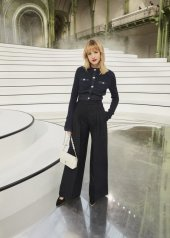 Angèle special guests at Chanel Fashion Show FW2021