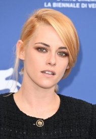 """Kristen Stewart wore Chanel at the """"Spencer"""" Première during the 78th Venice Film Festival"""