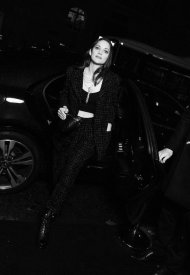 Marion Cotillard French actress and producer, and CHANEL ambassador, wore an iridescent fantasy tweed jacket and matching pants, look 20, from the Fall-Winter 2021/2022 Ready-to-Wear collection, and a black knit tank top, from the Spring-Summer 2022 Act 1 collection. CHANEL bag and shoes. CHANEL High Jewelry : ETERNAL N°5 necklace in white gold and diamonds
