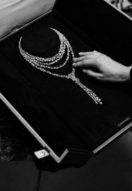 Chanel eternal n5 necklace white gold and diamonds