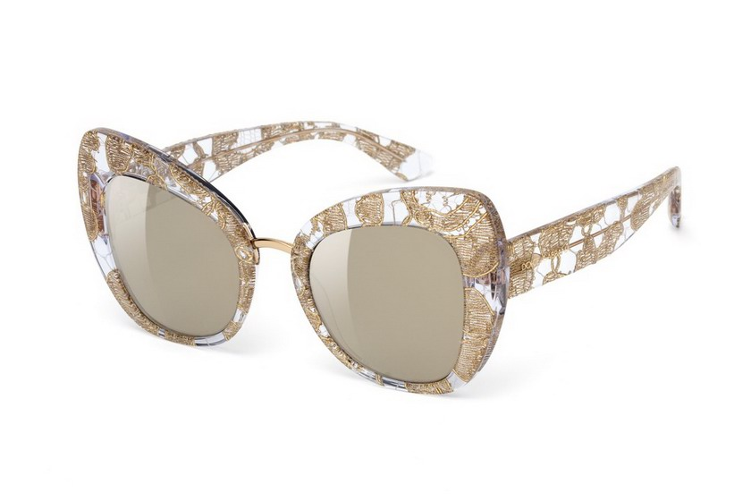 76 - Dolce&Gabbana Eyewear combinazioni colore disponibili: leo su fondo bordeaux con lente sfumata marrone, nero con lente sfumata grigia.