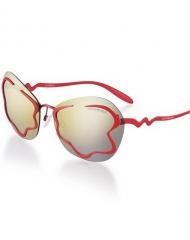 77 - Emporio Armani . Disponibile in rosso con lenti marrone chiaro e in oro lucido con lenti specchiate marrone chiaro.
