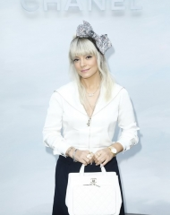 Lily Allen Fall Winter 2018-19 Chanel Haute Couture (ph by Julien-Hekimian)
