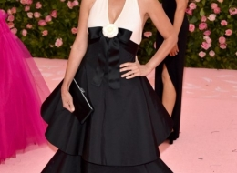 Penelope Cruz wore Chanel at Met Gala (photo  by John Shearer)