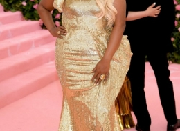Mindy Kaling wearing Moschino photo by Neilson Barnard;