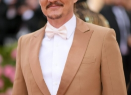 Pedro Pascal wearing Buberry at the Metropolitan Museum of Art's Costume Institute Gala 2019 photo  Neilson Barnard