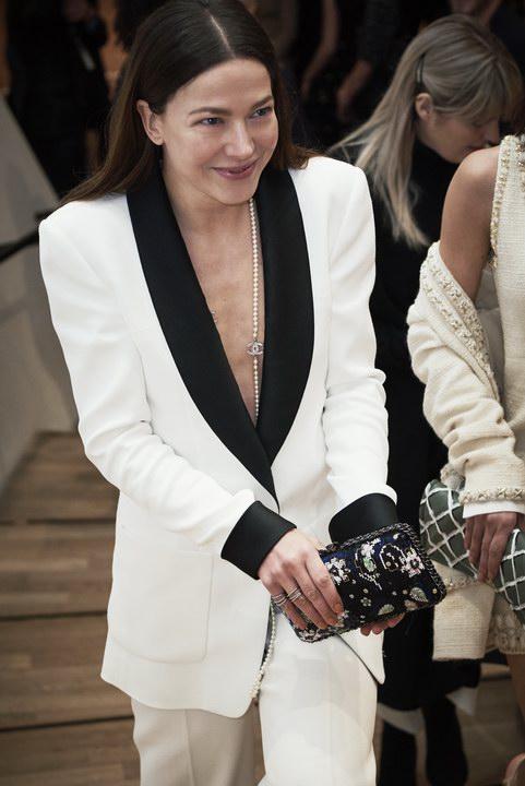 e8aa0b69f6b310 Italiano) Sfilata Métiers d'Art Chanel: Collezione Paris Hamburg ...