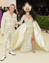 (Jeremy Scott) Moschino lights up the red carpet of the Met Gala 2018 with Cardi B and Stella Maxwell