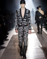 Moschino Fall Winter 2018/19 menswear and women\'s pre collection