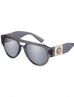 Versace Eyewear - Questo modello da sole da uomo è caratterizzato da una forma potente e grintosa e da dettagli carismatici. Le lenti ad alto impatto sono abbinate a un'ampia placchetta intagliata in metallo, posizionata sulle aste e ornata da un motivo tridimensionale Medusa. Disponibile in rosso con lenti grigio scuro, grigio trasparente con lenti grigio chiaro a specchio argento 80 e nero con lenti grigio scuro.
