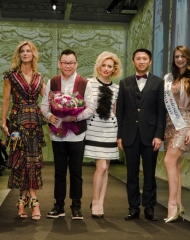 Martina Colombari, Zeng Fengfei, Justine Mattera e David Lee (CEO NSR Group)