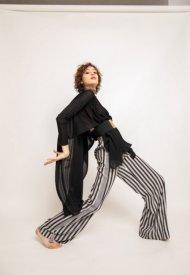 Roberta Redaelli capsule collection paradiso indiano pe 2021 R1251 cappa in maglia nero lato