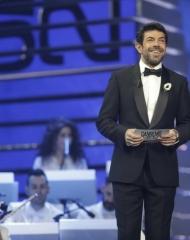 Pierfrancesco Favino in Ermenegildo Zegna Couture . Gioielli in argento di Nove25 e gli orologi IWC (ph by Angelo Trani)