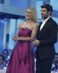 Michelle Hunziker in Alberta Ferretti, Nicola Favino in Salvatore Ferragamo. Sanremo 2018 (photo by Angelo Trani)