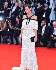 Anna Mouglalis in Chanel al Venezia Film Festival (Photo © Getty Images)