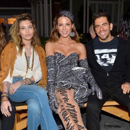 523fd3e40b26 Tutte le celebrità presenti al Fashion show di Moschino – Collezioni Uomo Primavera  Estate 2020 e Donna Resort