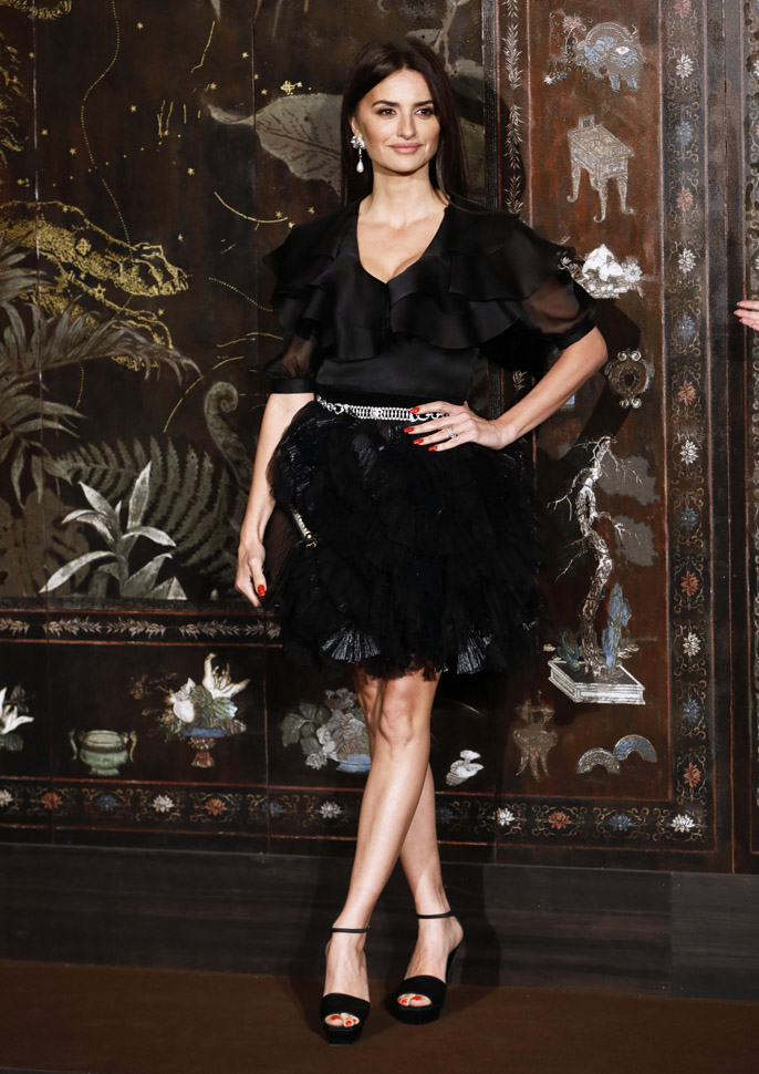 Penelope Cruz Chanel Metiers D'Art 2019-2020 (photo by Julien M. Hekimian)