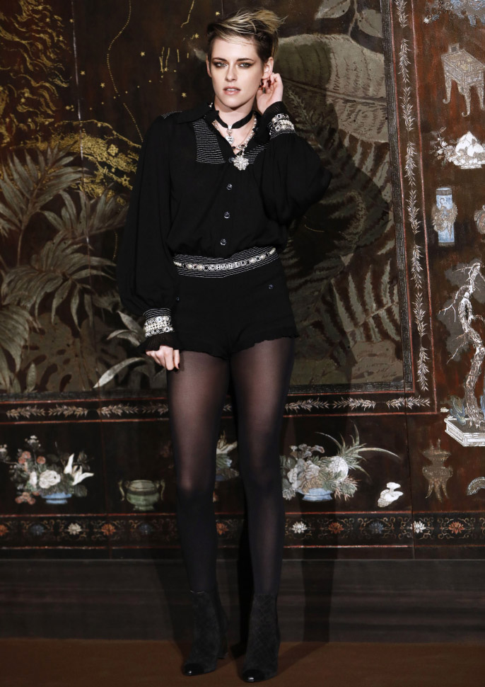 Kristen Stewart Chanel Metiers D'Art 2019-2020 (photo by Julien M. Hekimian)