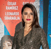 """Penelope Cruz wore Chanel at the """"Wasp Network"""" Premiere in Paris"""