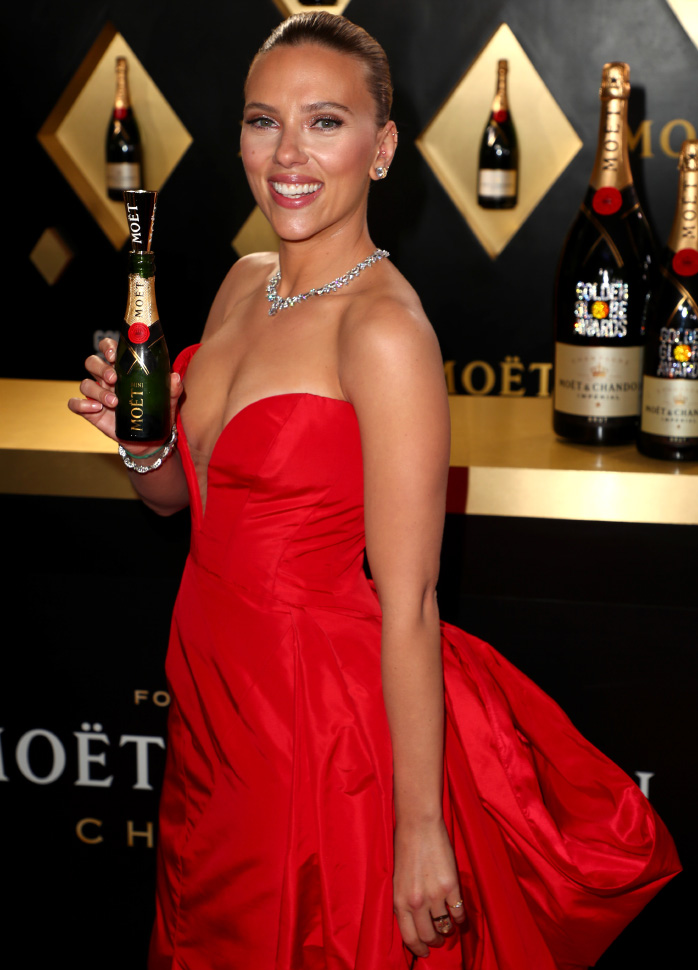 Scarlett Johansson wore a plunging red gown by Vera Wang (photo by Joe Scarnici)