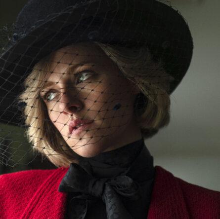 Kristen Stewart is wearing Chanel in the first still of the movie 'Spencer' by Pablo Larraín