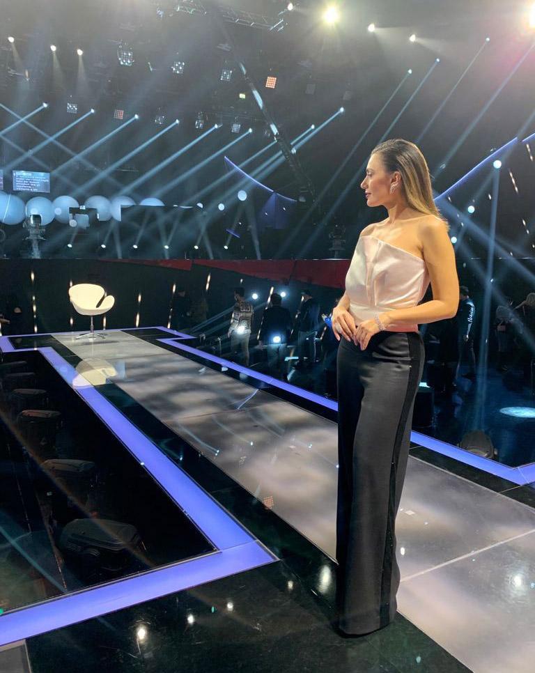Serena Rossi veste Laura Biagiotti a Canzone Segreta su Rai 1