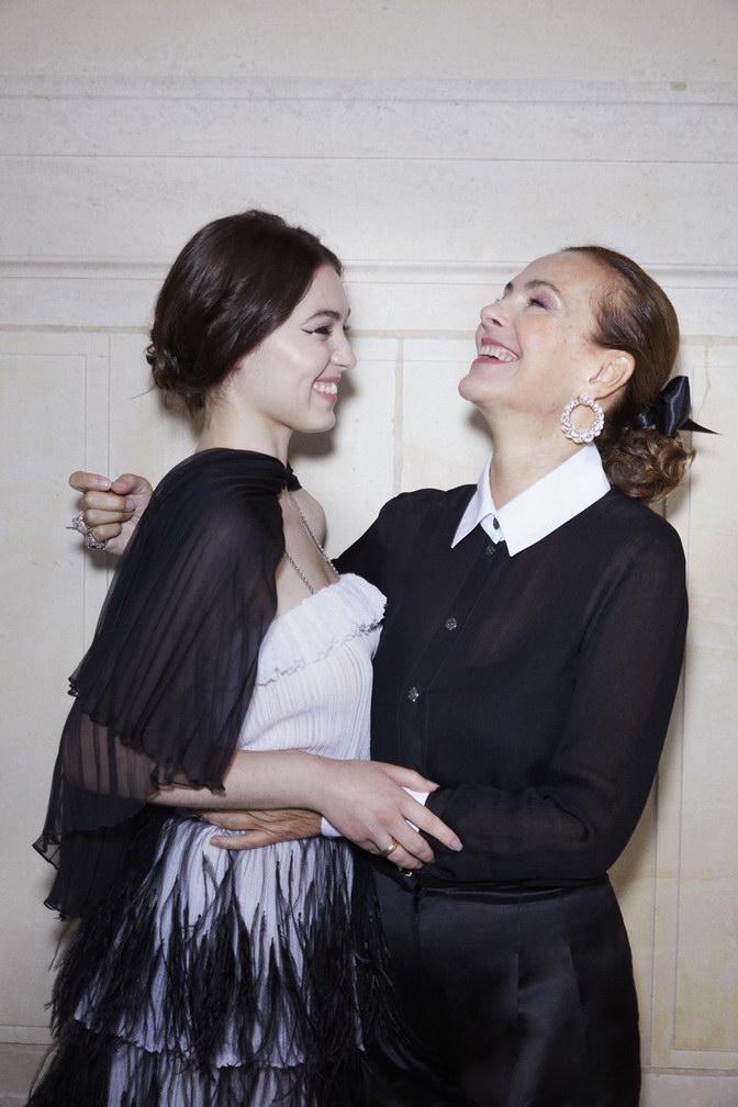 Anamaria Vartolomei and Carole Bouquet - Chanel Haute Couture Fall Winter 2021/22 - photo by Benoit Peverell