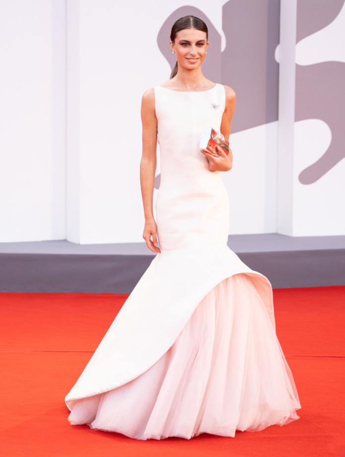 Red Carpet Festival del Cinema di Venezia: Nicole Macchi in Lorenzo Riva trionfa con l'abito icona ispirato a Jackie Kennedy