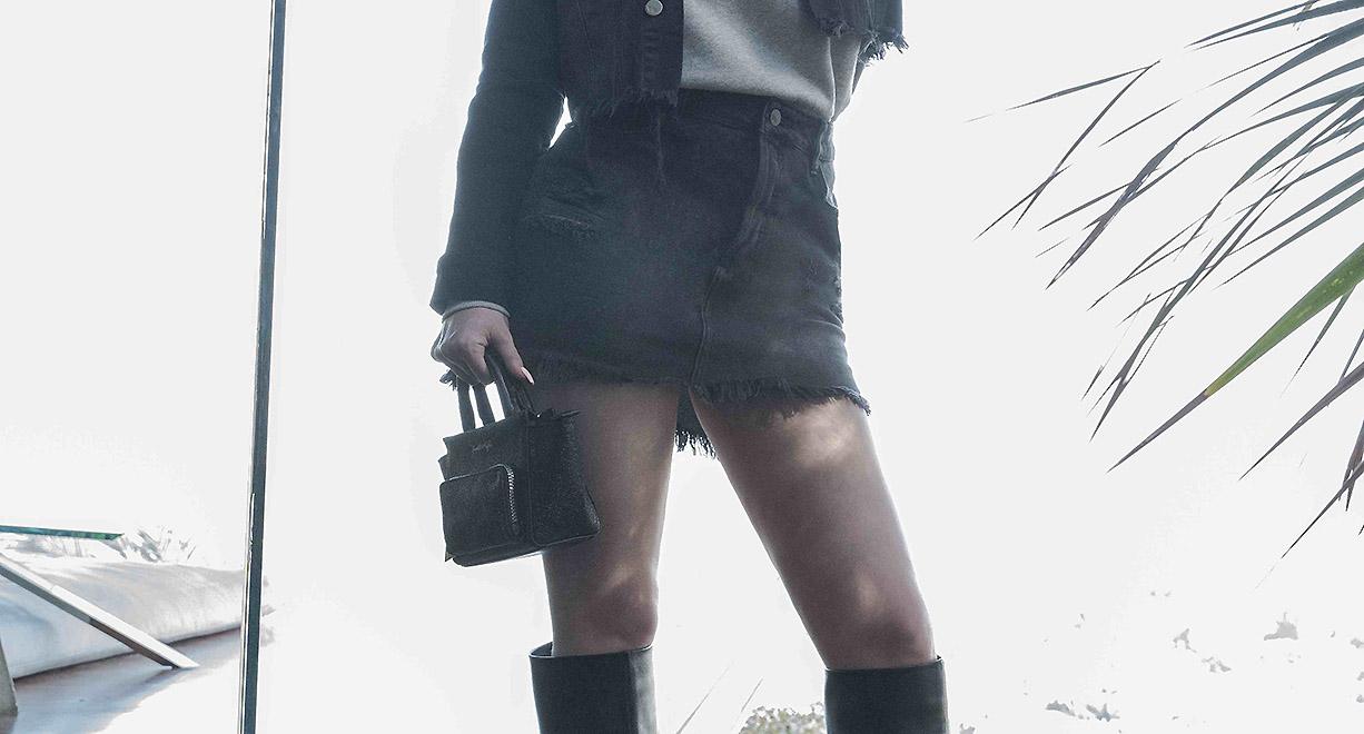 5cb4e26a98 L'ultimo coinvolge il marchio di abbigliamento che hanno fondato insieme  ovvero Kendall+Kylie che si è unito con il brand Carpisa per creare una  capsule ...