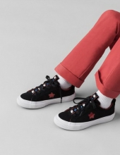 Hello Kitty Youth One Star, Elevated Black and Red