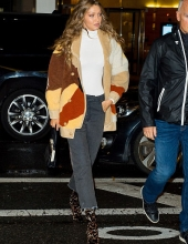 Gigi Hadid chooses Tod's for her winter look